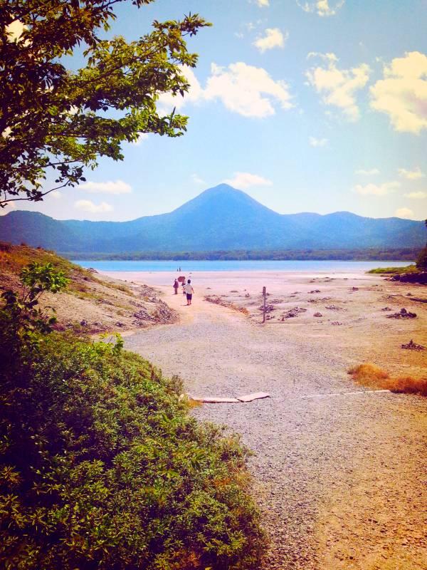 自己実現を現す、恐山宇曽利湖畔の極楽浜