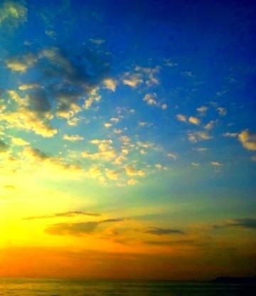 地球の美しさを現すかのような日の出の空